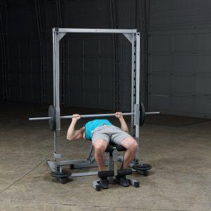 man doing a flat bench press
