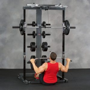 man doing wide grip lat pulldowns