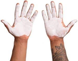 weightliter with chalk on his hands