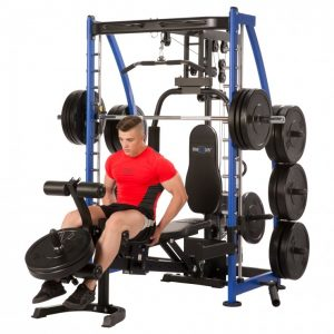 muscular man doing quad extensions