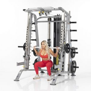woman in gymwear doing squats