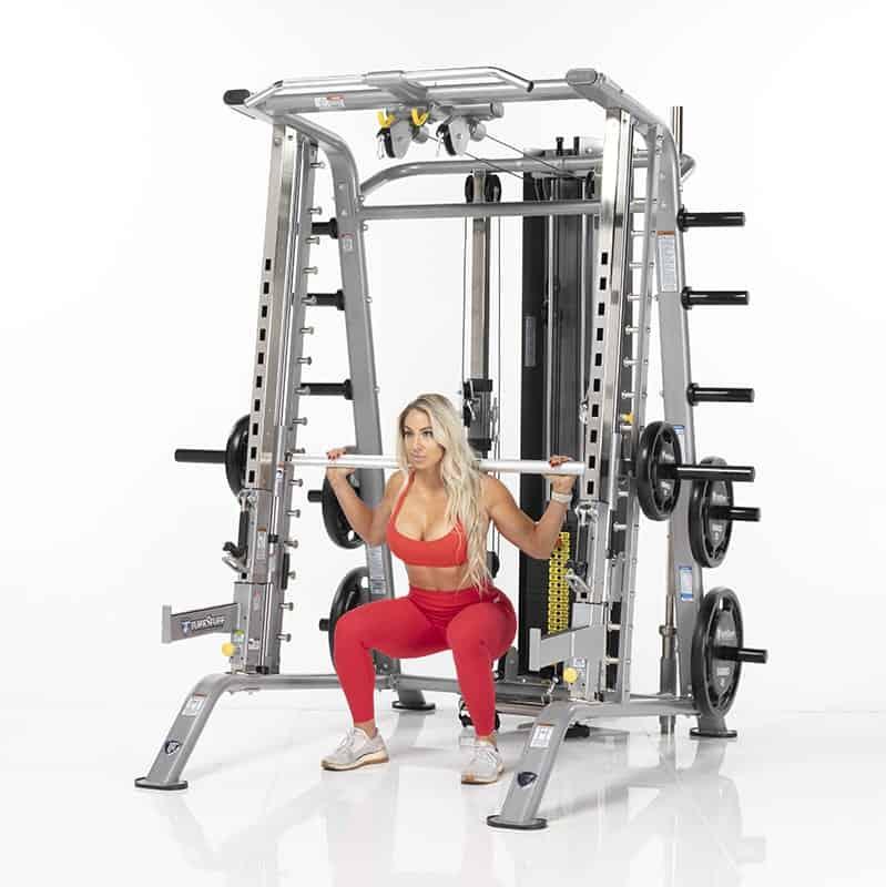 woman in gymwear doing squats